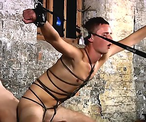 BDSM slave boy tied up punished snogged schwule jungs