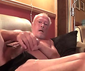 Norwegian daddy jerking - July 2015 (horny again)