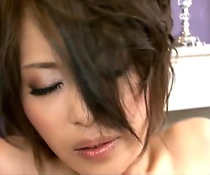 Saki Ootsuka compares a vibrator with a small dick
