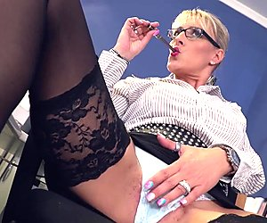 Bums Buero - Blowjob on BBC at work from German MILF