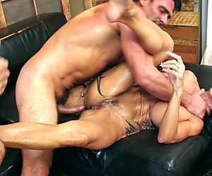 Busty MILF Jewels Jade gets Double Penetrated