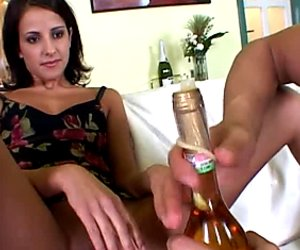 Horny stud licks Lolli's pussy intensively and gets a good quality blowjob