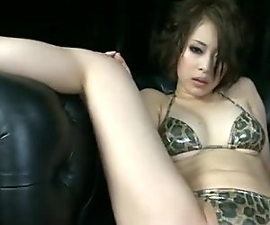 Saki Ootsuka feels amazing while masturbating